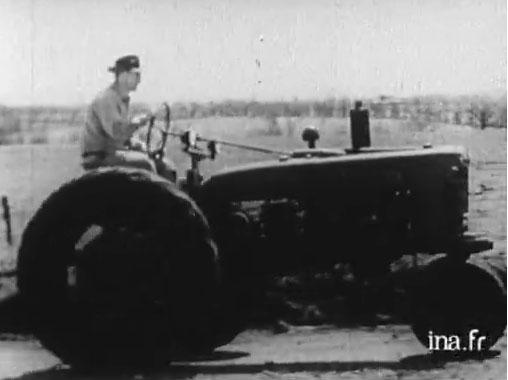 Vidéo d'un tracteur ancien - reportage de l'époque