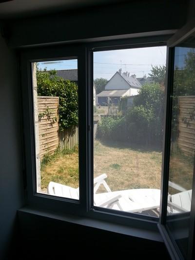 Moustiquaire sur une demi fenêtre