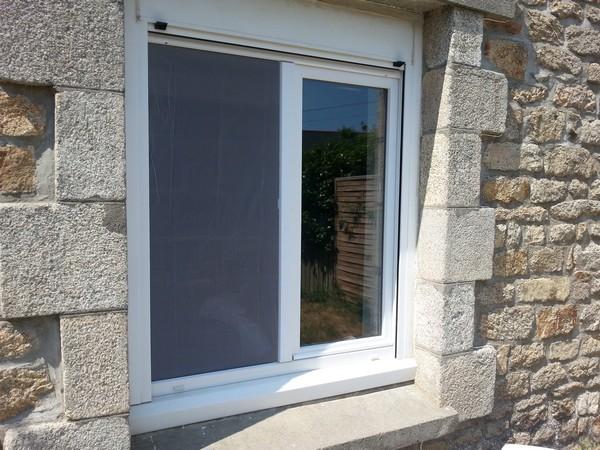 Moustiquaire sur une demi fenêtre - Vue extérieur